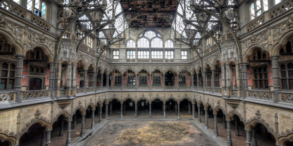An Größe und Baukunst übertreffen sich die meisten Lost Places gegenseitig.  (Foto: Raimund)