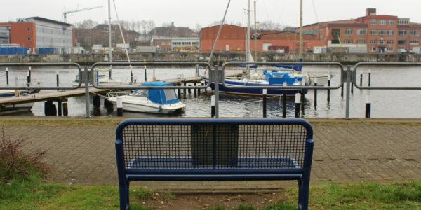 Auf der Terrasse der Mensa kann man beim Mittagessen super entspannen. Auch die Bänke am Schwentine-Ufer laden zum Relaxen ein.