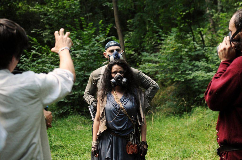 Gasmasken und Endzeittypische Kleidung gehörten zur Grundausstattung der Schauspieler. (Foto: Marlena Wels)