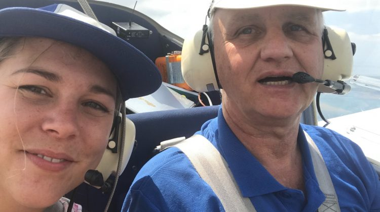 Pilot Uli und Inga über Südtondern.