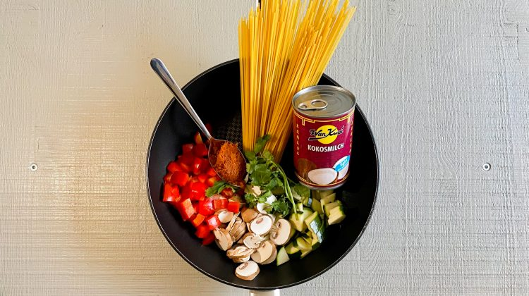 Picture of the ingredients of Thai One-Pot Pasta (Photo: Lena Groth-Jansen)